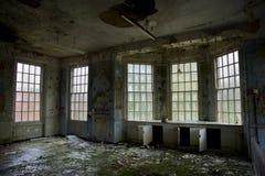 Divisão das crianças no asilo mental abandonado Foto de Stock
