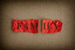 Divisão de família Pedaço de papel rasgado com a família da palavra Foto de Stock Royalty Free