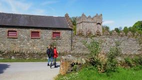 A divisão do castelo em Irlanda do Norte perto de Belfast é um marco popular vídeos de arquivo