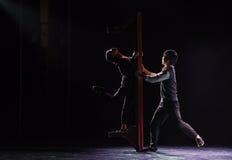 División por una danza popular nacional de la mente- del viejo hombre de la pared- Imagenes de archivo