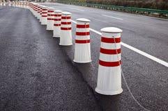 Divisores da estrada fotos de stock