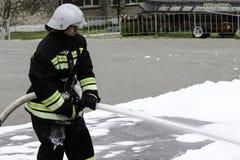 04 24 2019 Divnoye, Stavropol-Grondgebied, Rusland Demonstraties van redders en brandbestrijders van een lokaal brandweerkorps in stock afbeeldingen