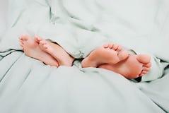 Divorcio en cama imagenes de archivo