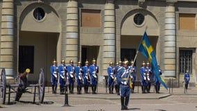 Divorzio della guardia a Royal Palace a Stoccolma centrale archivi video