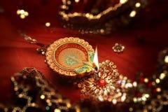 Diwali beröm Diya Lamp India - Bokeh bakgrund Royaltyfri Fotografi
