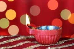 Diwali Diya met vage feestelijke lichten Stock Afbeelding
