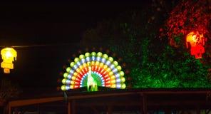 Diwali-Laternen und belichteter Pfau Lizenzfreie Stockfotos