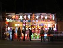 Diwali shoppar Arkivfoton