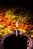 Diwalidiya of auspecious die olielamp uit teracotta wordt samengesteld Royalty-vrije Stock Foto