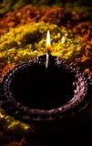 Diwalidiya of auspecious die olielamp uit teracotta wordt samengesteld Stock Foto's