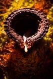 Diwalidiya of auspecious die olielamp uit teracotta wordt samengesteld Royalty-vrije Stock Fotografie