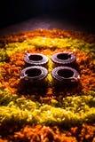 Diwalidiya of auspecious die olielamp uit teracotta wordt samengesteld Stock Afbeeldingen