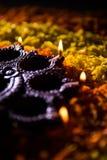 Diwalidiya of auspecious die olielamp uit teracotta wordt samengesteld Royalty-vrije Stock Foto's
