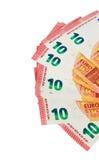 Dix notes d'euros sur l'affichage sur un fond blanc Photos stock