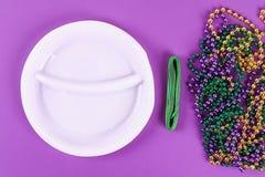 DIY花圈狂欢节,肥胖星期二紫色背景 库存照片