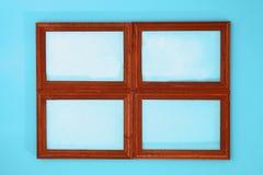 DIY 如何由相框和硫酸镁粉末做与冷淡的样式的一个冬天窗口 寒假装饰fo 免版税库存图片