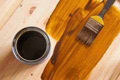 DIY-borste och en målarfärgcan Royaltyfri Foto