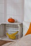 DIY eco nightstand z wystrojem Fotografia Stock