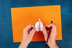 Diy Halloween papieru bransoletki bania na czarnym tle Prezenta pomys?, wystr?j Halloween zdjęcie stock