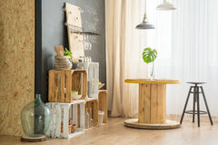 DIY-möblemang i ecokafé Fotografering för Bildbyråer
