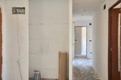 DIY, miglioramenti dell'interno della casa in una costruzione sudicia della stanza immagine stock
