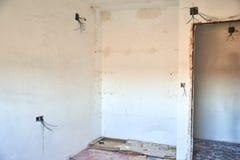 DIY, miglioramenti dell'interno della casa in una costruzione sudicia della stanza fotografia stock libera da diritti