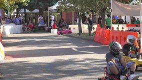 DIY-raceauto's bij de Wereldmaker Faire stock videobeelden