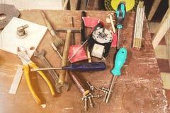 DIY-seminariumhjälpmedel på tabellen Royaltyfri Foto