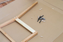Diy stol och anordningar för faktotum` s på golvet Arkivfoto