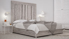 DIY sypialnia, łóżko z drewnianym headboard, scandinavian biały eco c fotografia royalty free