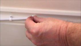 Diy unter Verwendung des starken elektrischen Hammers stock video