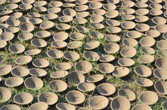 Diya (lamp) op gras bij kumbharwada (aardewerkplaats), Ahmedabad Stock Foto's