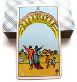 10 dizaines de familles heureuses/de groupes/de relations de bonheur intérieur de bonheur de carte de tarot de tasses illustration libre de droits