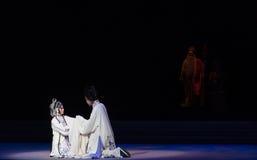 """Dizer adeus no ato dos rasgos- nonos que sela o  branco de Opera""""Madame Snake†da bacia-Kunqu Imagens de Stock Royalty Free"""
