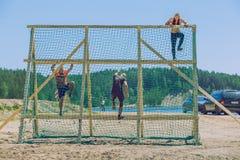 Djärvt lopp, sporthändelse Utomhus- utbildning, folk kör Arkivfoto