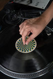 dj手特写镜头画象在设备甲板的和 库存照片