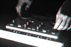 DJ探照灯照亮的搅拌器迪斯科 免版税库存照片
