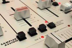 DJ搅拌器-数字式取样器 库存照片