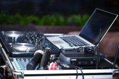 DJ摊,话筒 免版税库存图片
