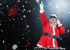 Dj混合一些圣诞节歌曲的圣诞老人 库存图片