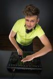 DJ混合的音乐topview 免版税图库摄影