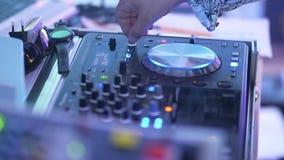 DJ演奏在仪器的音乐 影视素材