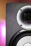 DJ演播室显示器报告人有迪斯科照明设备背景 库存图片