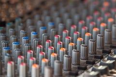 dj设备搅拌机音乐s合理的样式 免版税库存照片