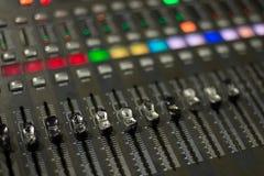 dj设备搅拌机音乐s合理的样式 图库摄影