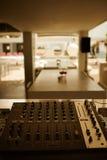 dj设备搅拌机音乐s合理的样式 库存照片