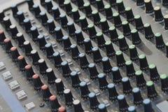 dj设备搅拌机音乐s合理的样式 免版税库存图片