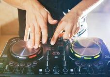 DJ转盘控制台搅拌器控制 图库摄影