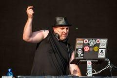 DJ Śmiercionośny, od domu Bólowa Amerykańska hip hop grupa, wykonuje w koncercie przy ściąganiem Zdjęcie Royalty Free