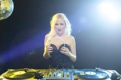 DJ με το σωρό των βινυλίου αρχείων Στοκ Εικόνα